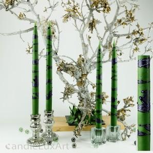 4  Leuchterkerzen grün Dekor lila 35cm