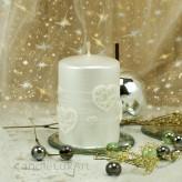 Stumpen Kerzen Perlmutt mit Herzen 7x10cm Weiß